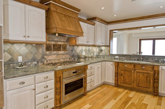 When Choosing A Granite Countertop Color To Best Complement Your Honey Toned Oak Cabinets Consider Additional Design Elements In Kitchen