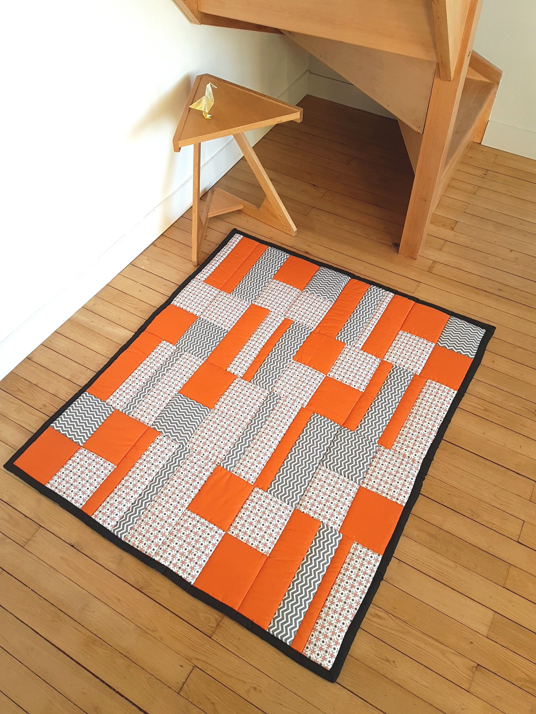 Tapis Orange Et Gris Grand Tapis Bébé Matelassé Patchwork Tissus Orange Blanc Gris