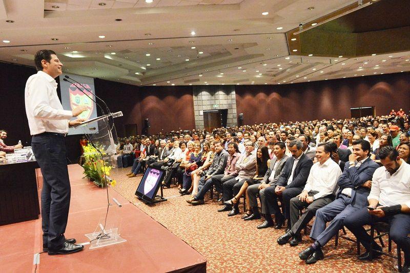 El presidente municipalasistió este viernes al acto conmemorativo por el XLIV aniversario del Sindicato de Empleados Municipales Administrativos y Conexos de Morelia (SEMACM) – Morelia, Michoacán, 29 de abril de ...