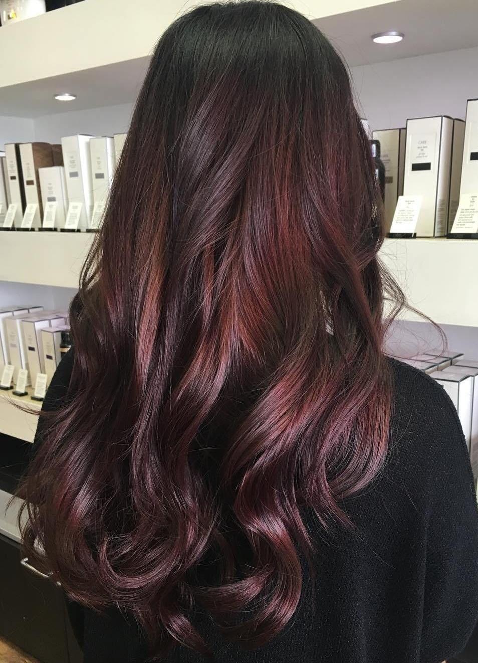 dunkelbraune haare mit blonden und burgund highlights bilder all things pretty maroon hair