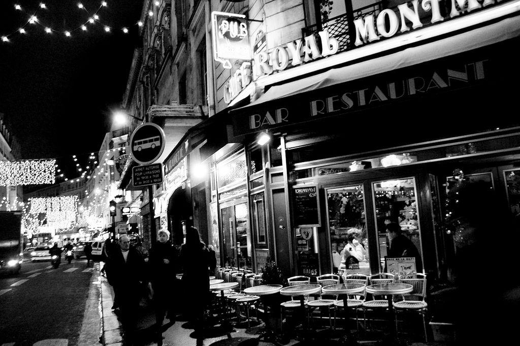 The town of night in Paris : www.pajama-days.com