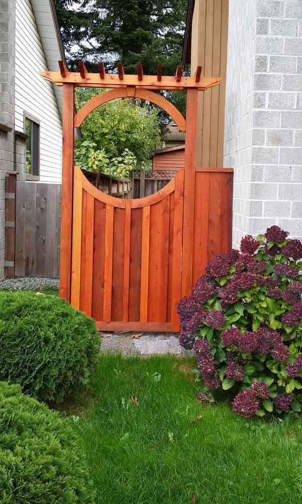17 Inspired Garden Gates For A Beautiful Backyard Garden Gate With Arbor There Are Plenty Of In 2020 Garden Gate Design Wooden Garden Gate Garden In The Woods