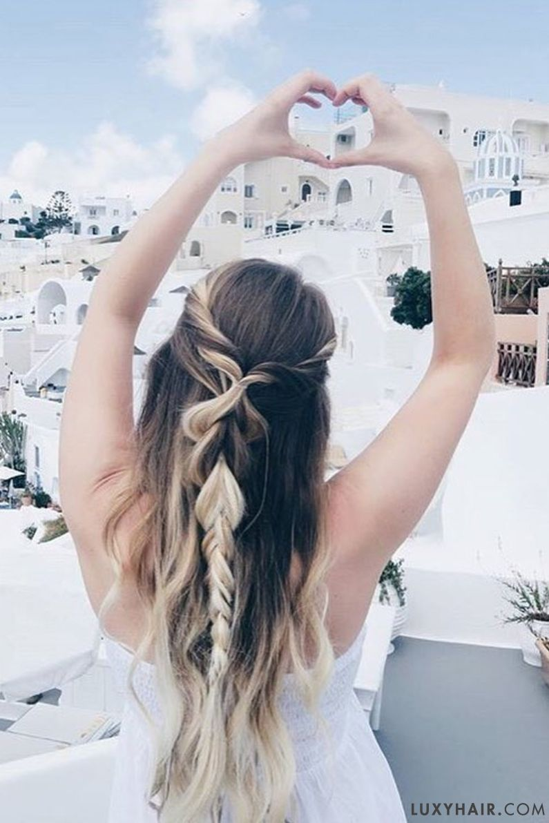 When your outfit is simple, your hair doesn't need to be! @sarah.nourse spreads love in Santorini in her Ash Blonde @luxyhair extensions for that beautiful length and volume in her hair.