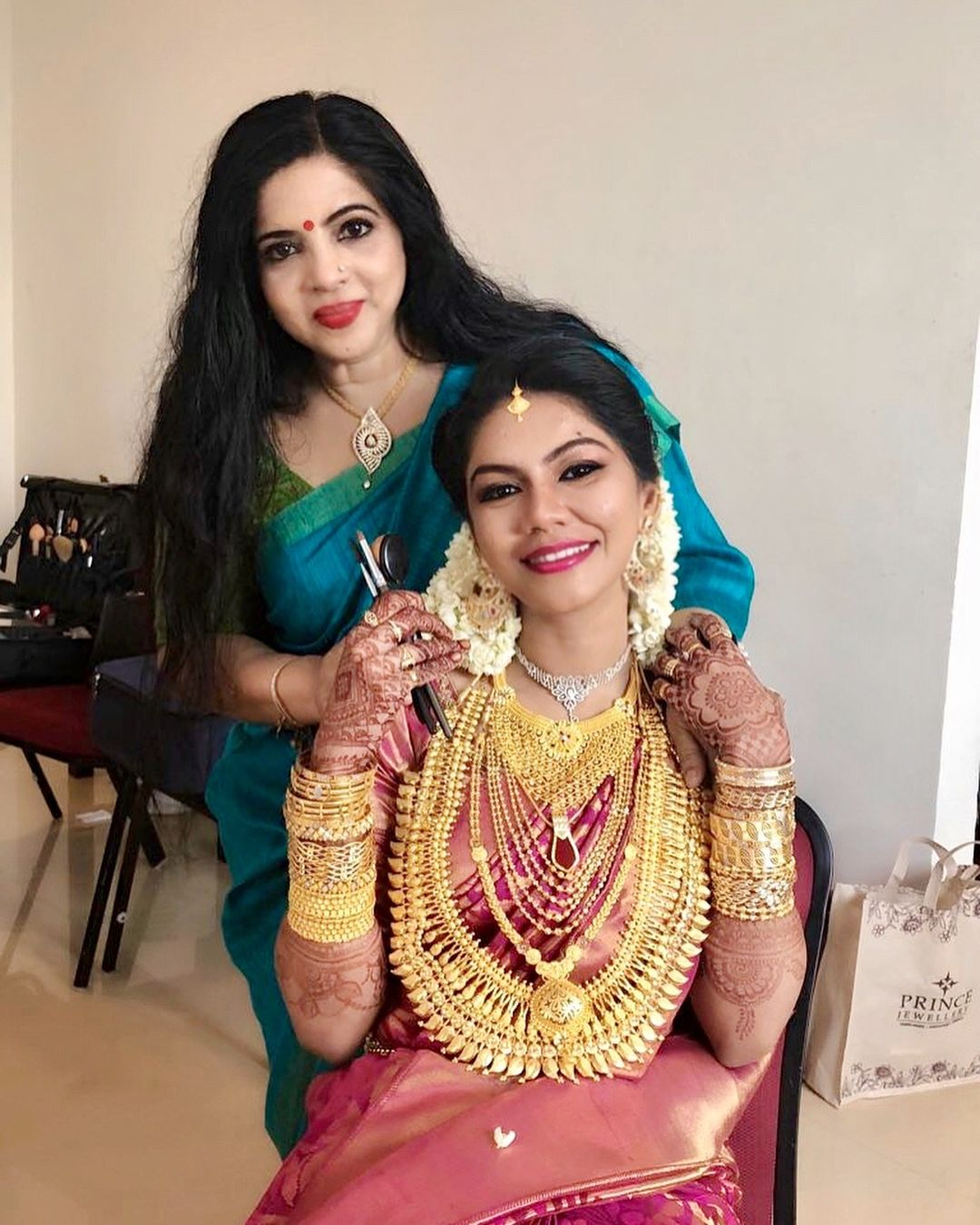 206c7ac568 Muslim Bride Wedding Dress In Kerala – DACC