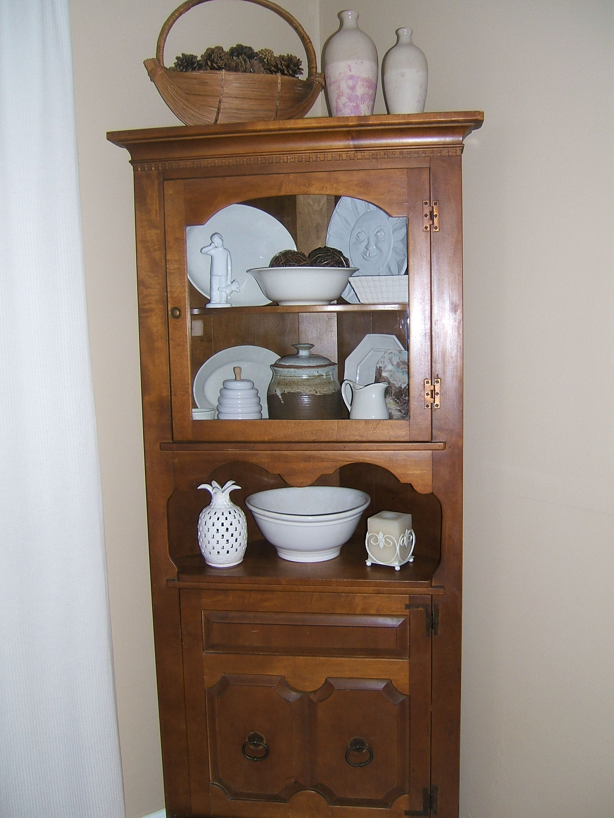 1964 Colonial Style Maple Corner China Cabinet Made By St Johns Table Company Cadillac
