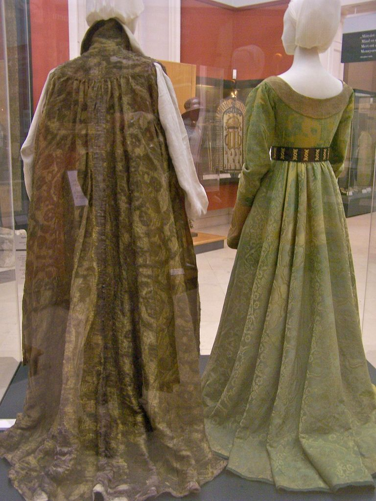Mary Of Burgundy S Gown Full Length Back Renaissance