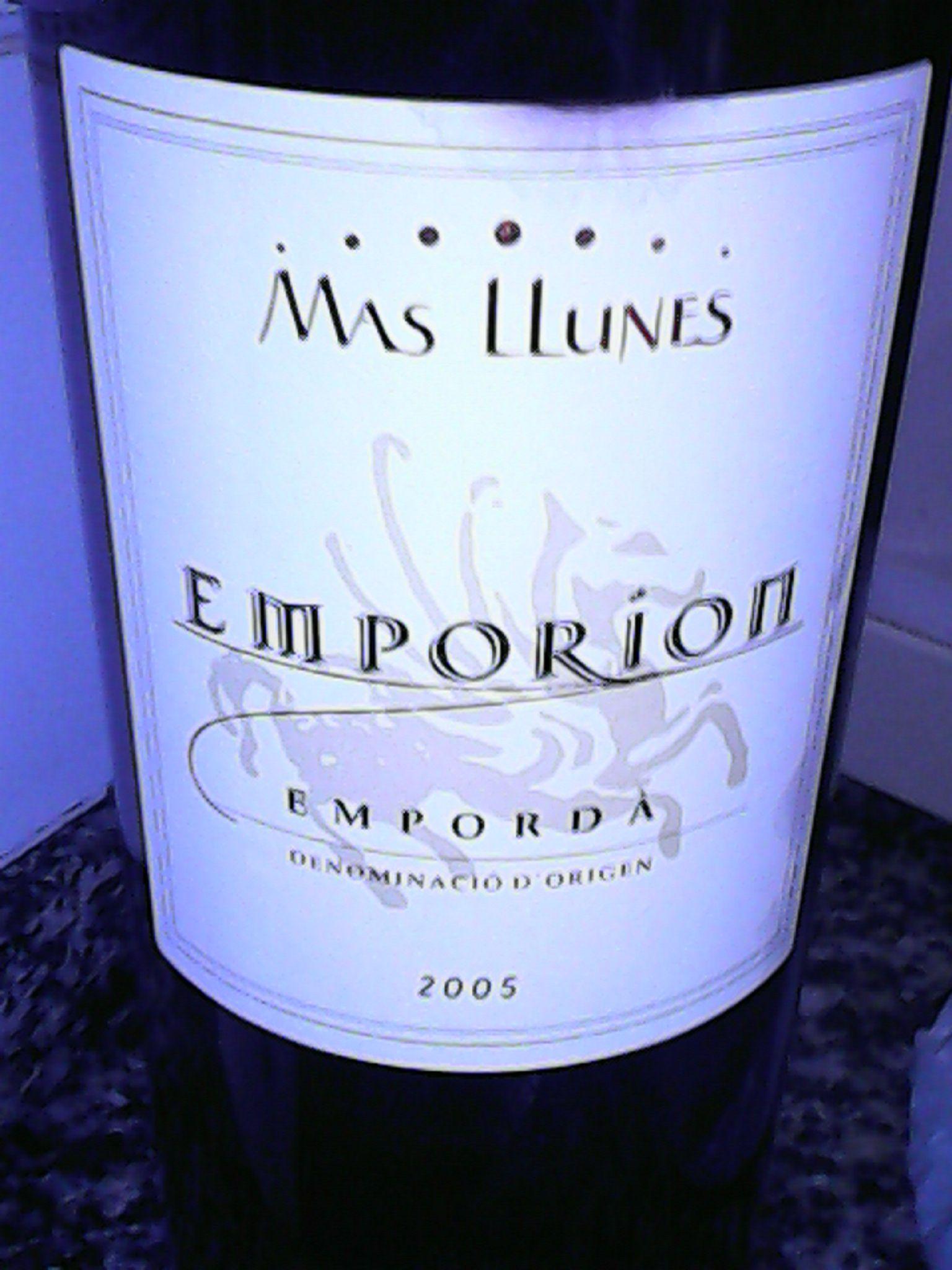 Emporion es una marca de vi. Emporion en català es Empúries, que significa mercat. Va ser una ciutat grega i romana fundada al 575 a.C per Focea per tal de comerciar. Avui en dia hi viu gent a Empúries i hi ha les ruÏnes d'Empúries on encara es conserven restes de la ciutat grega.