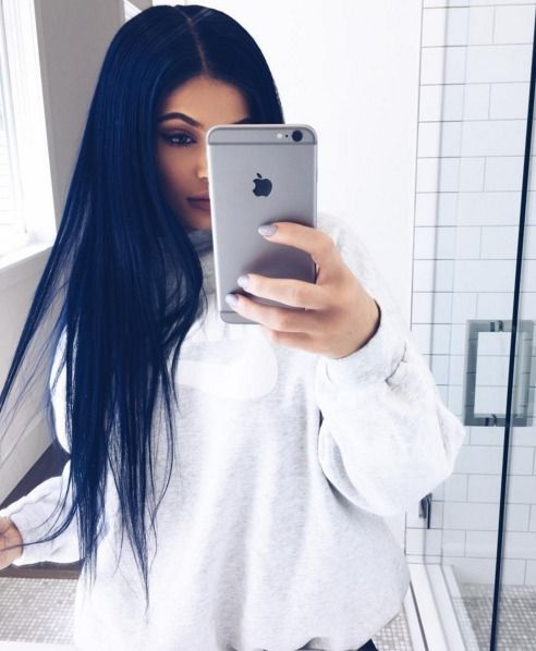Here S Exactly How To Copy Kylie Jenner S Navy Blue Hair Midnight Blue Hair Navy Hair Dark Blue Hair