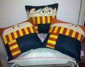 Almofadas do Harry Potter, Senhor dos Anéis, Heróis ed HQs e muito mais. Quero todas, claro! :P