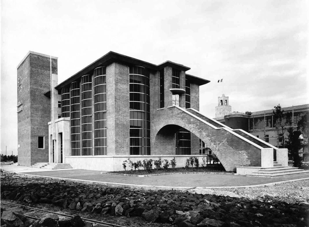 Palazzo Delle Poste Latina Italy Completed In 1932 With Angiolo Mazzoni As The Architect Fascist Architecture Architecture Building Architecture