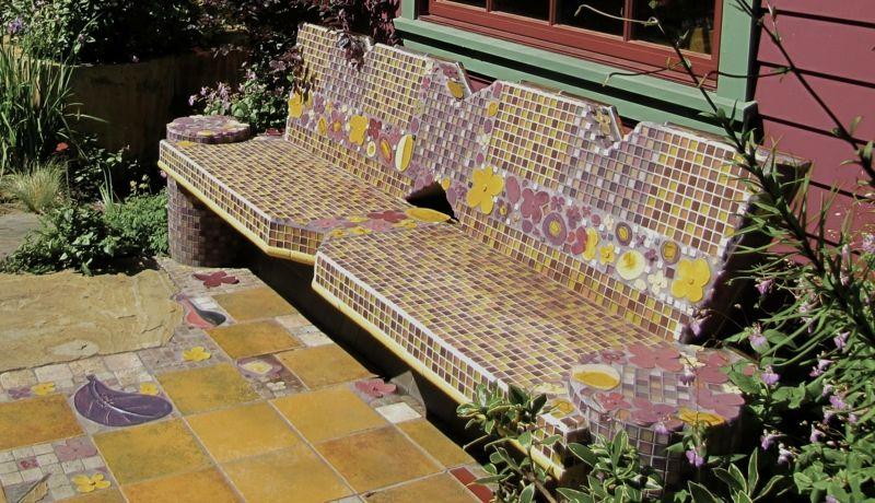 Ideen für die Gartengestaltung - Eine hübsche Sitzbank mit Mosaik - ideen fur gartengestaltung