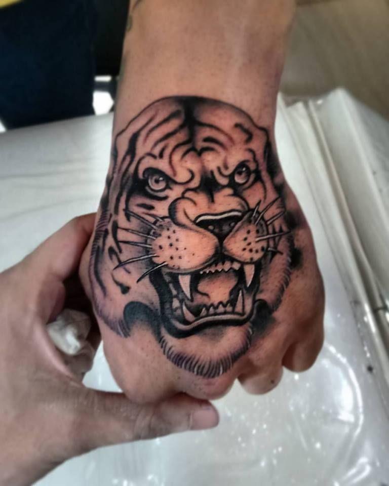 Bien-aimé tiger tattoo, tigre, hand tattoo, tattoo masculina, black tattoo  NM72