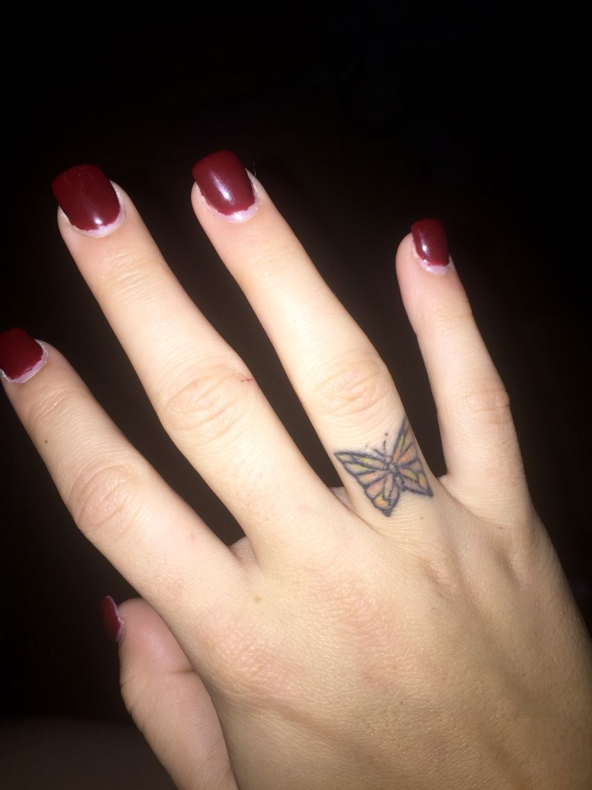 monarch butterfly finger tattoo tattoos pinterest tattoo tatoos and piercing tattoo. Black Bedroom Furniture Sets. Home Design Ideas