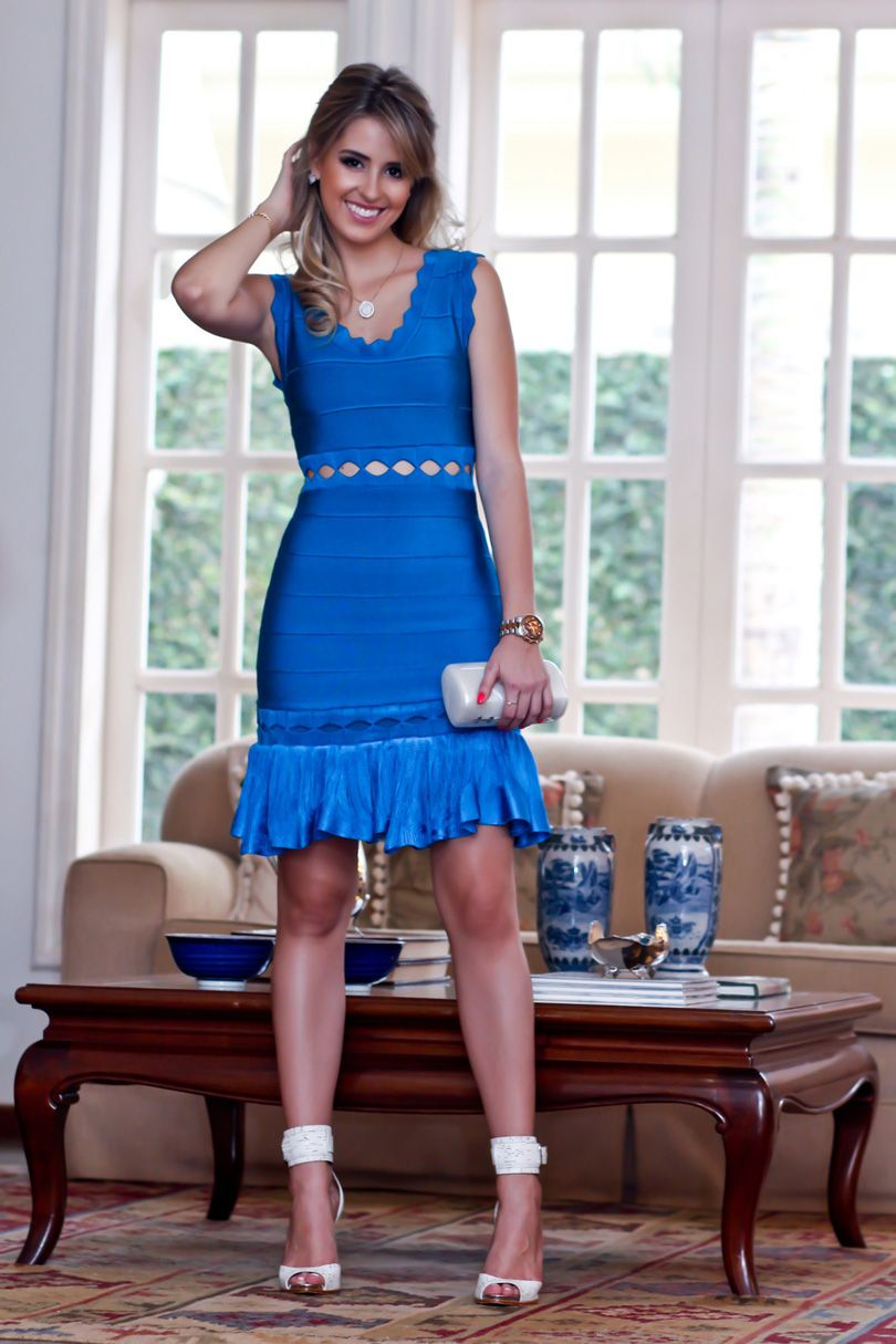 look da noite, Skazi, vestido bandagem vazado azul bic com babado, Analoren, sandália schutz tornozeleira (3)