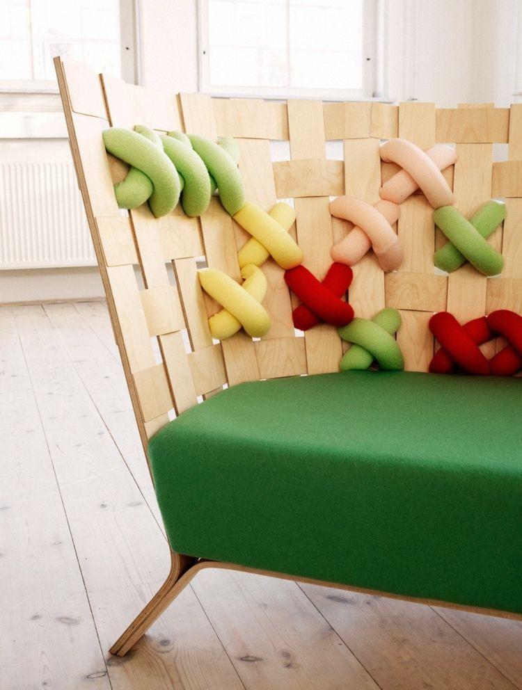 Sofa und Sessel Design mit buntem Kreuzstich von Ellinor Ericsson - Wohnzimmer Design Grun