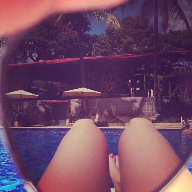 Ir a la piscina es más asolearme que nadar #pool #sunday #random