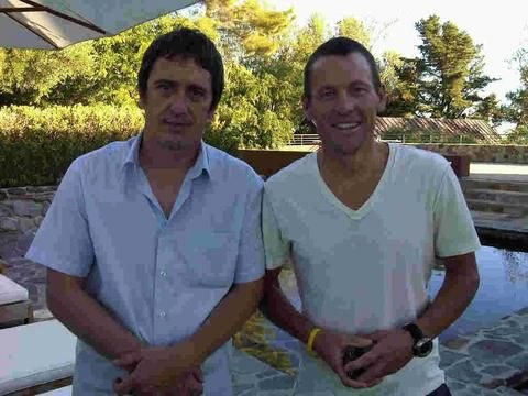 Izzy Stradlin & Lance Armstrong. Apparently Izzy lent Armstrong his house for a commercial shoot one time. #izzystradlin #izzystradlinandthejujuhounds #gnr #gunsnroses #lancearmstrong #axlrose #slash #duffmckagan #stevenadler #dizzyreed #mattsorum #1980s #80s #80smusic #80srock #hairmetal #punkrock #sunsetstrip