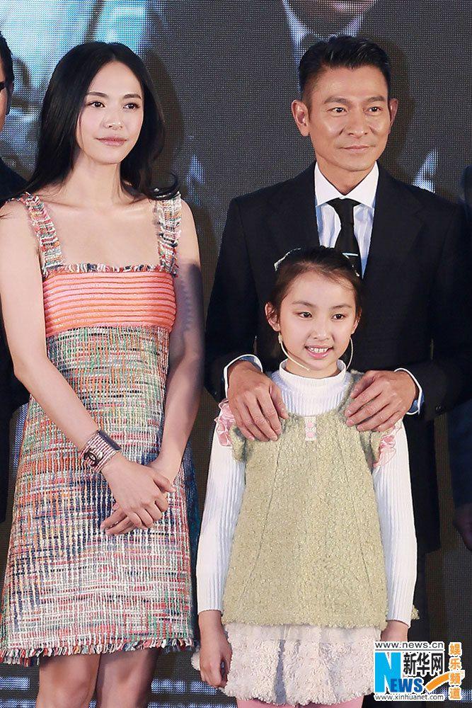 Hong Kong actor Gordon Lam, Chinese actress Yao Chen and child - schüller küchen berlin