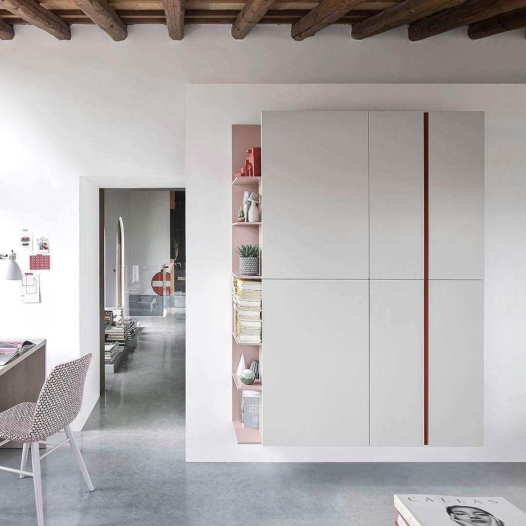 Der Novamobili Wandschrank Mit Regal Hat Ein Minimalistisches