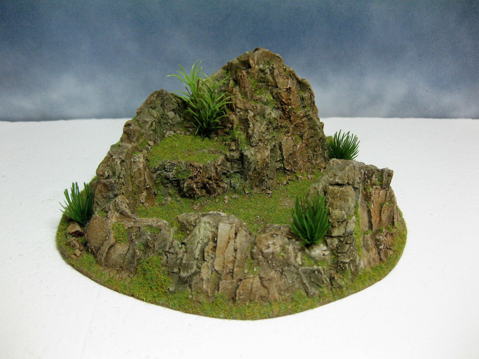 Wargame Terrain 40 mm 28 mm Mountain Stronghold Painted Resin War game scenery