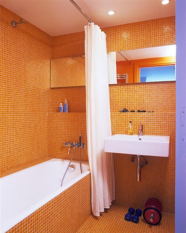 Bathroom with orange tiles | Salle de bain mosaïque orange ...
