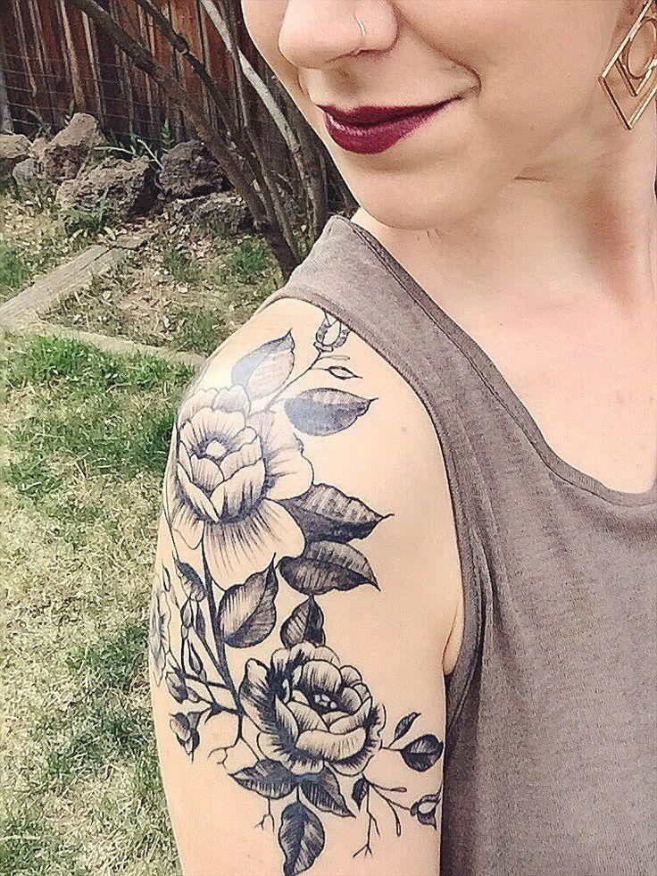 sholder tattoos idea Tatuagem de flores para ombro