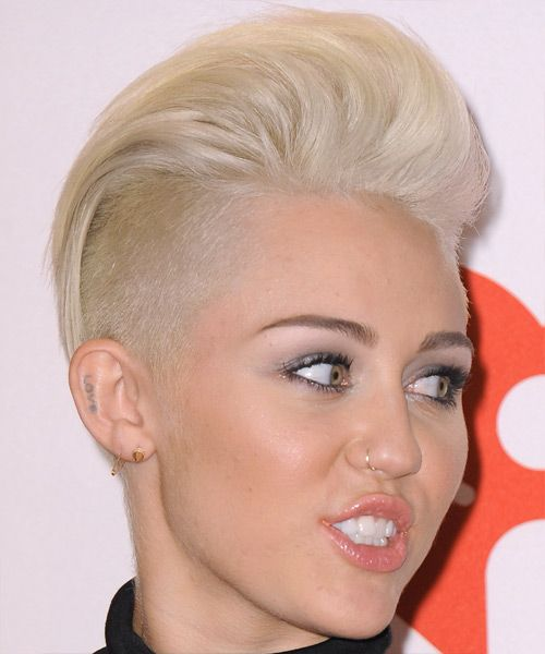 Miley Cyrus Short Straight Light Platinum Blonde Hairstyle Undercut Long Hair Platinum Blonde Hair Cool Blonde Hair