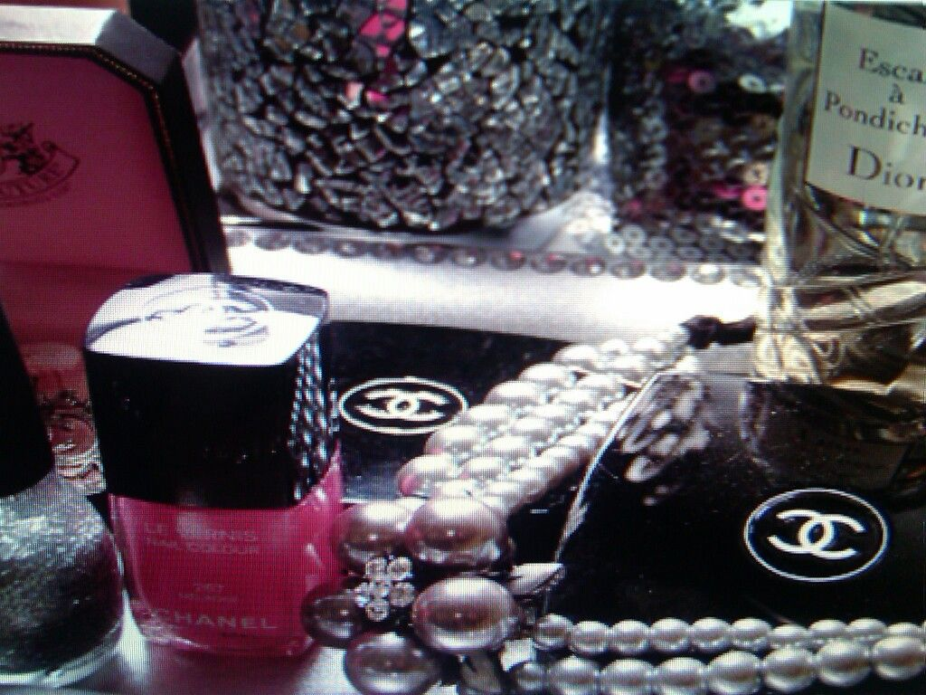 I love Chanel Mom style, Dior, Chanel