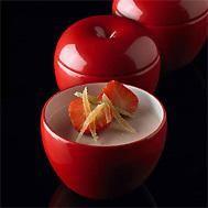 Verser 1,25 dl d'eau minérale dans une casserole, ajouter le jus de citron, le poivre et le sucre, porter à ébullition, couvrir et retirer du feu.