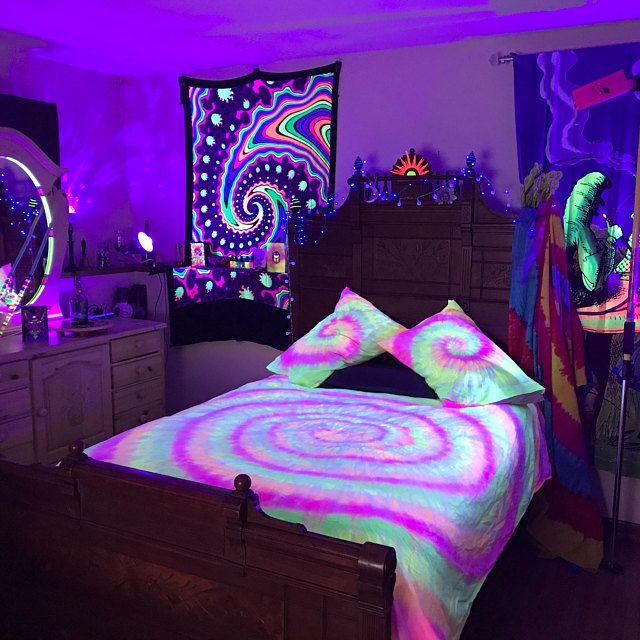 Tie Dye Black Light Reactive Sheet Set 100 Cotton 1 Etsy Neon Room Neon Bedroom Chill Room