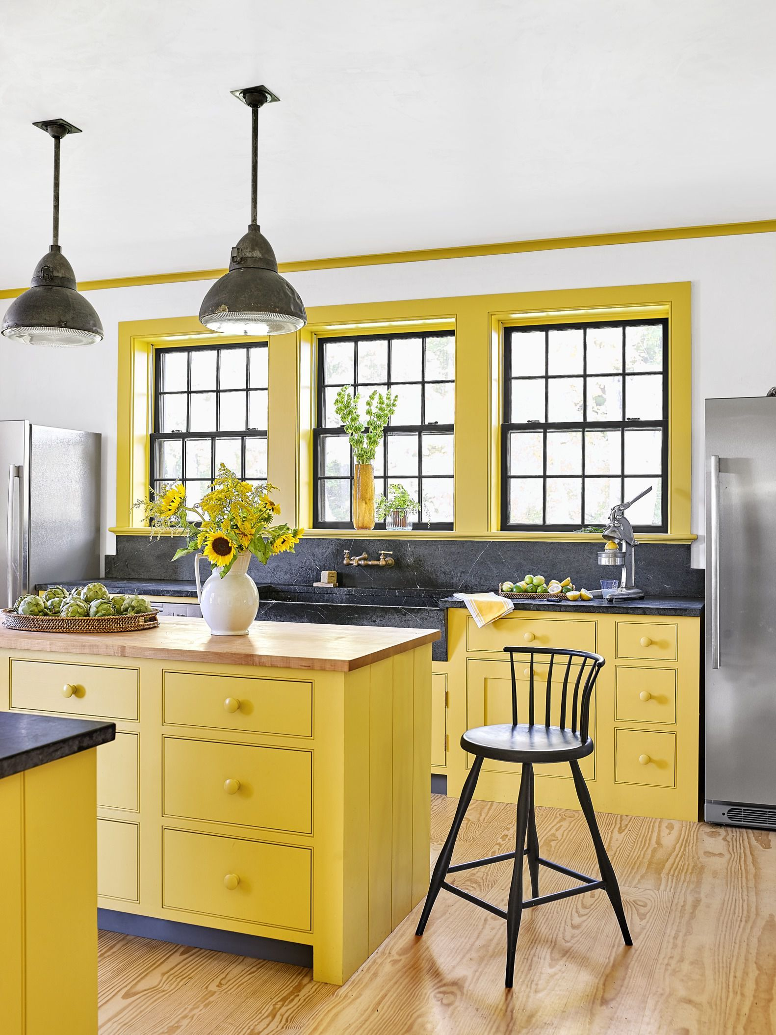 Refreshing Your Kitchen Cabinets Get Started With These Gorgeous Diy Hardware Ideas Farmhouse Style Kitchen Yellow Home Decor Kitchen Design