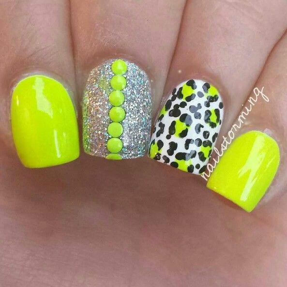 yellow toe nail designs