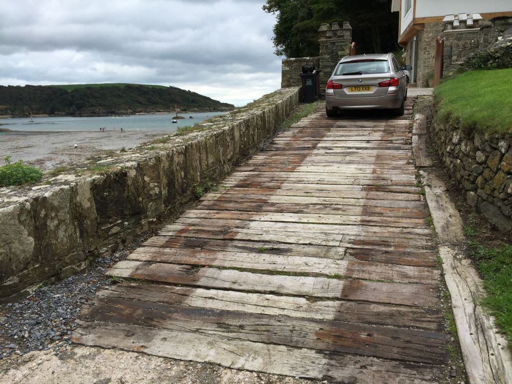 used railway sleepers to make car driveway | House Design in