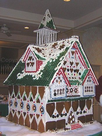 Wow this Gingerbread House is amazing! How are you going to decorate your own gingerbread house? #christmas #gingerbreadhouse #christmasdecorations