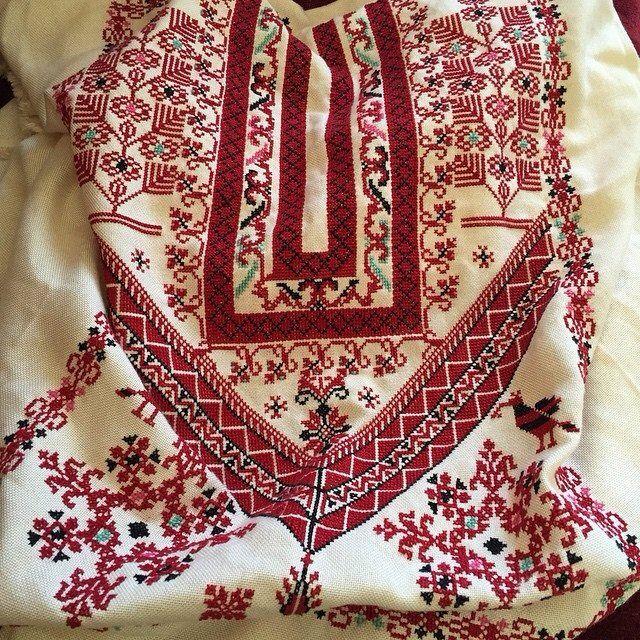 Taita Leila | Palestinian embroidery, Palestinian embroidery dress, Embroidery on clothes
