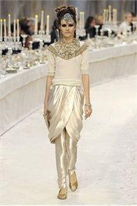 Sfilata Chanel Paris - Pre-collezioni Autunno Inverno 2012/2013 - Vogue