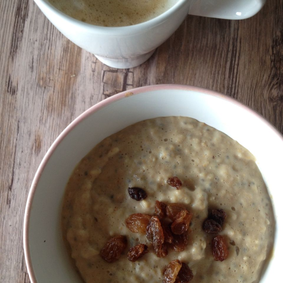 Oats in the morning #oats #peanuttbutterwhey #raisins #coffee