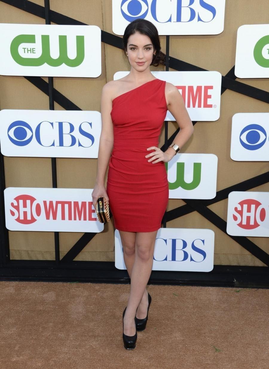 Adelaide Kane de Teen Wolf Saison 3 voit rouge à la CW\'s Summer TCA ...