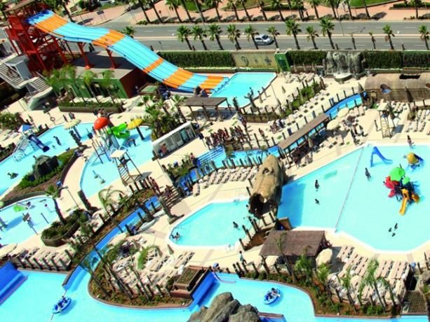Hotel Funcional Que Cuenta Con Excelentes Vistas Al Mar Y Que Está Situado En Primera Línea De Playa Junto Al Mayor B Vacaciones Playa Parque Acuatico Parques