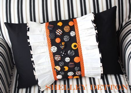 Button-ruffle-pillow-with-name