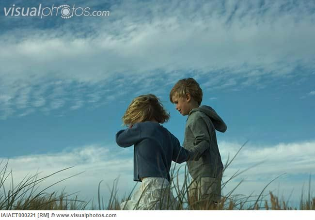 boy_and_girl_walking_side_by_side_through_tall_grass_holding_hands_IAIAET000221.jpg (650×454)