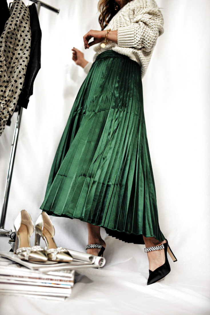 holiday style guide 2019 | pleated maxi skirt outfit | holiday outfit ideas | holiday party dress | chic skirt holiday outfits | winter party outfit ideas | holiday style christmas outfits | christmas party outfit ideas | what to wear to a holiday party | what to wear to New Years Eve | Denver fashion blogger | Chic Talk #holidaystyle #christmasparty #pleatedskirt
