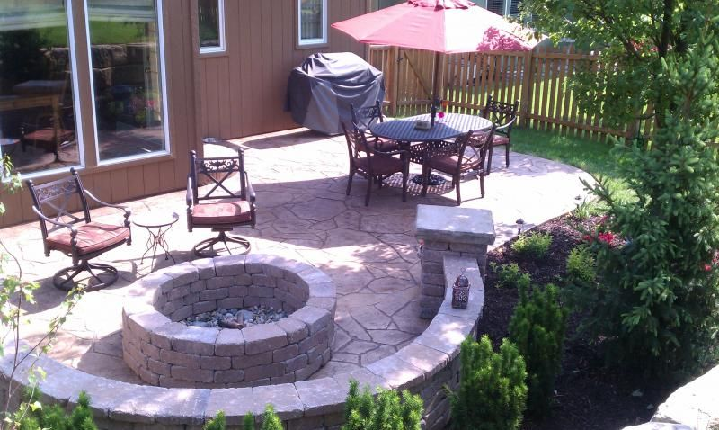Curved Wall Could Enclose Turf Area Now Or Place For Fire Pit Later Patio Pavers Design Outdoor Patio Decor Concrete Patio Designs