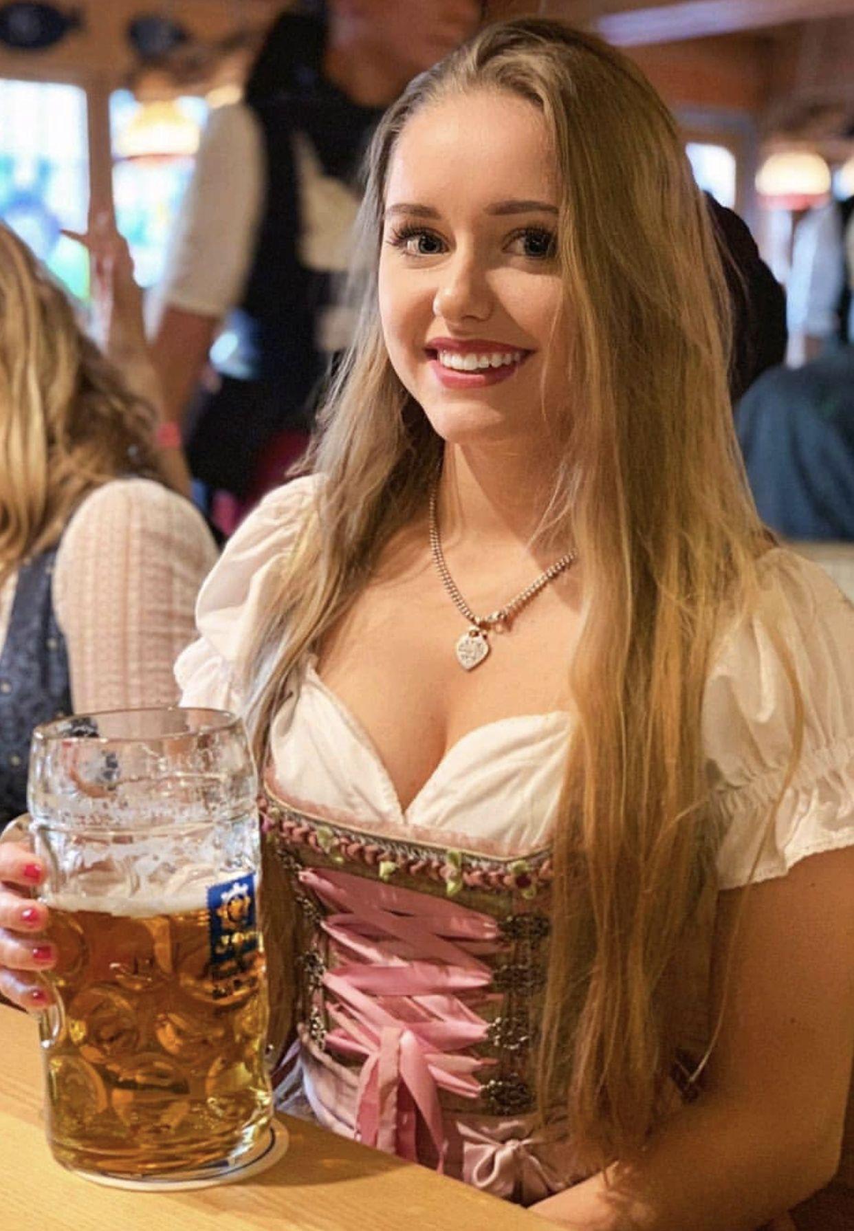 Sexy Blonde Teen Lesbian