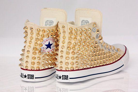 White converse, Gold studs