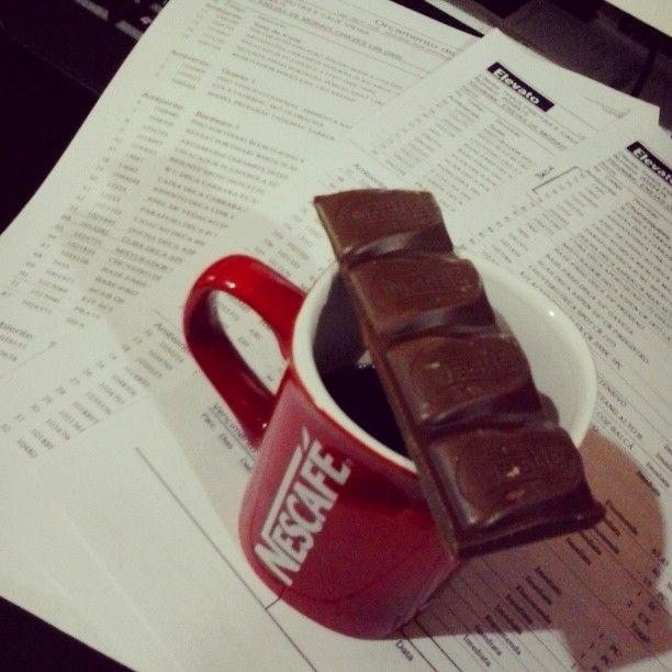 Dia 15 - Café, chocolate e orçamentos. Pq assim o trabalho fica mais animado. #100happydays #claroquesim