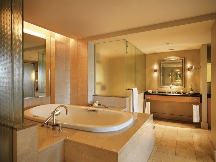 Badezimmer der Präsidentensuite im Hotel Hyatt Regency in Köln ...