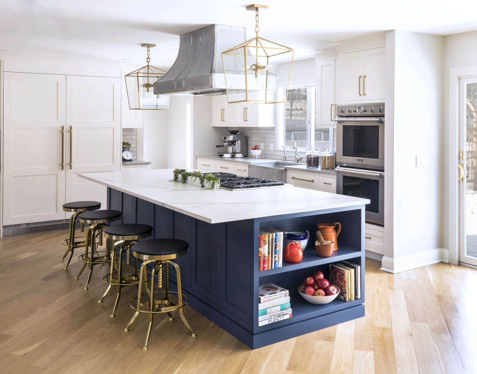 White Statuary Stone On The Island And A Solid Grey Quartz On The Perimeter Of The Kitchen Gave Them A Kitchen Design Kitchen Inspirations Blue White Kitchens