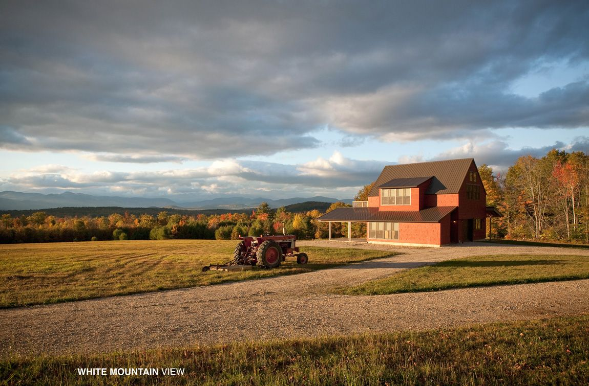 White Mountain View | Integrated House and Barn