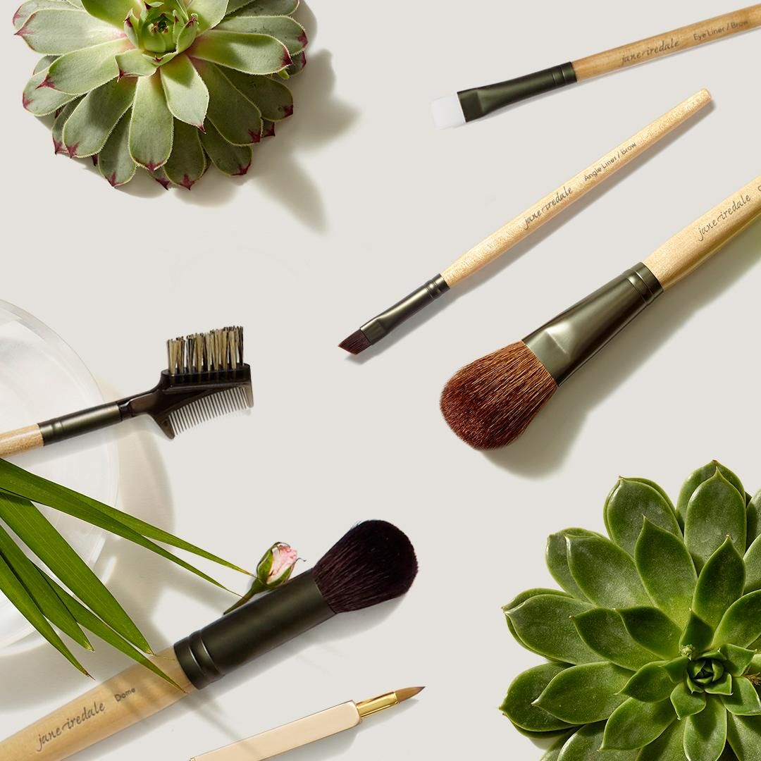 Make makeup application easier with the right makeup brush.